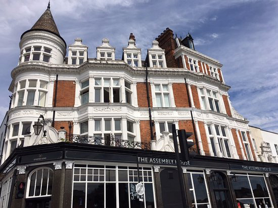 Stay Campus London Top 10 Bars & Pubs Kentish Town The Assembly House (2)